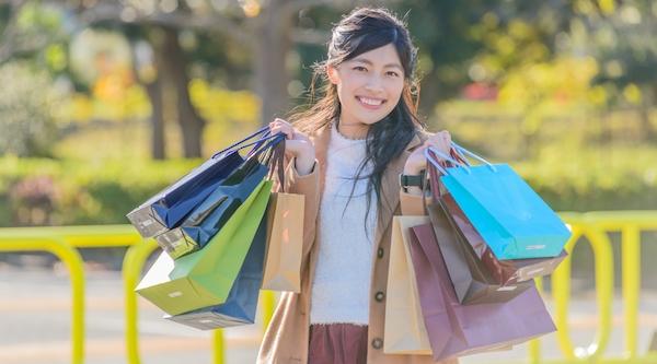 東京や大阪などの都会では徒歩で買い物に行くことができる